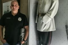 наш члан приликом посете војном музеју